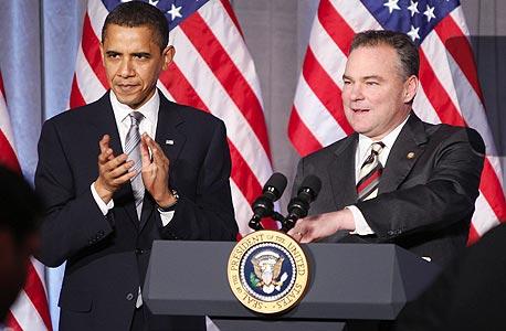 """מימין טים קיין מושל ורגניה ברק אובמה נשיא ארה""""ב, צילום: רויטרס"""