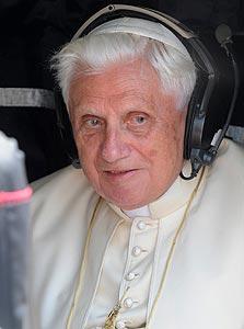 האפיפיור. מתחיל לצייץ