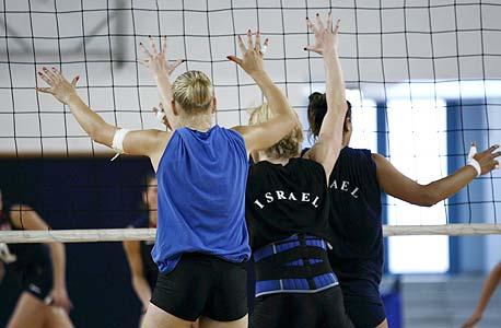 """שחקניות נבחרת ישראל. """"ספורט נשים אותנטי"""""""