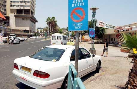 תחנת המוניות ממנה נסעה דנה בנט בסיום עבודתה, סמוך למסעדת ארזי הלבנון בטבריה