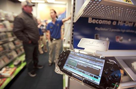 סוני מציגה קונסולת משחקים ניידת חדשה: PSP Go