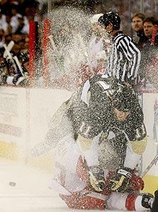 סצנה מהוקי קרח. משחק מהיר