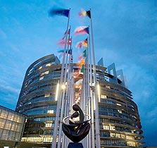 בניין הפרלמנט האירופי בשטרסבורג. גם דגל הגולגולת יתנוסס שם בקרוב?