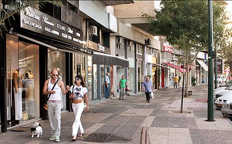 כיכר המדינה בתל אביב: סגרו מרפסת ללא היתר - ונקנסו ב-100 אלף שקל