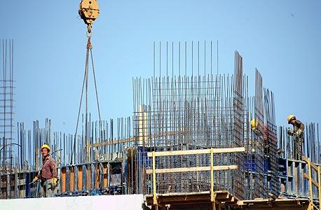 """אתר בנייה בפ""""ת. ההסכם יחול גם על עובדים זרים ופלסטינים"""