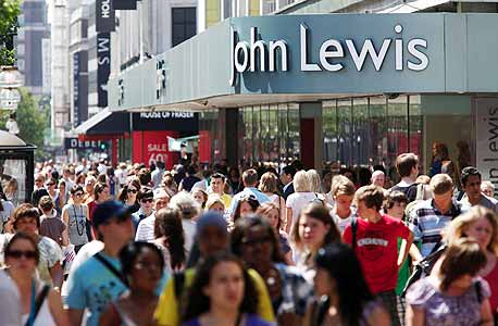 """חנות ג'ון לואיס באוקספורד סטריט. """"חוויית הקנייה שווה את המחיר. המוכרים אדיבים יותר"""", מסכמת אחת הלקוחות"""