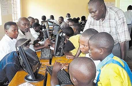 גולשים באוגנדה