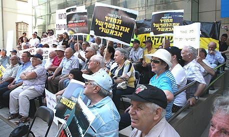 הפגנת ניצולי השואה