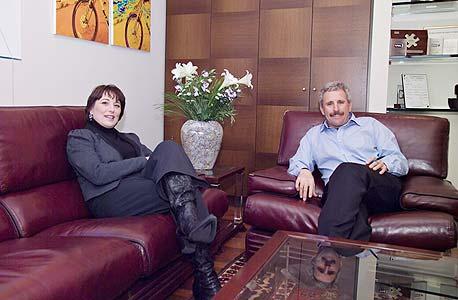 מימין: דורון אביב ודפנה הרלב, מבעלי השליטה בקבוצת אביב