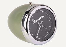 שעון מעורר המעוצב כמד מהירות של הקטנוע