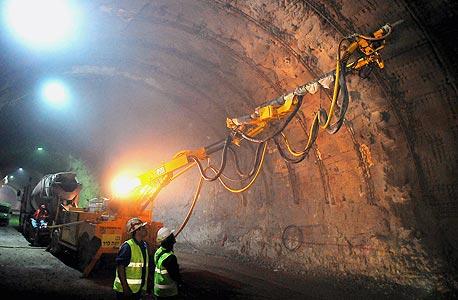כריית המנהרה בין הצ'ק פוסט לגרנד קניון