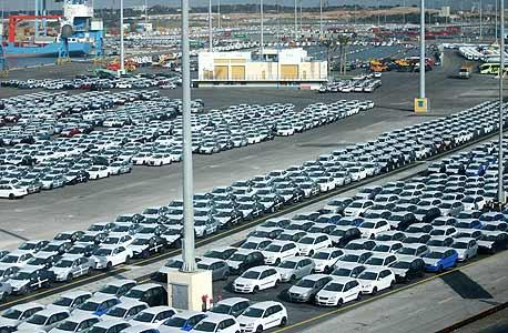מכוניות ממתינות בנמל (ארכיון)