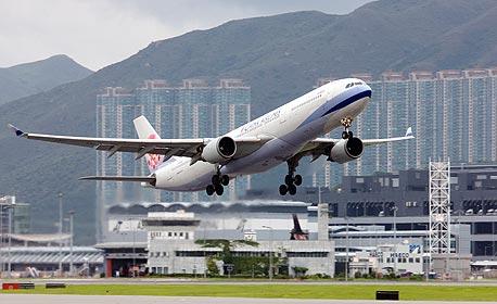 2009: כ-4.8 מיליארד נוסעים עברו בנמלי התעופה בעולם, ירידה של 1.8%