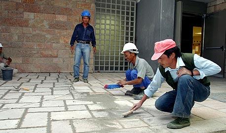 תאגידי כוח אדם חשודים בעשיקת פועלי בניין סינים