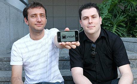 לירון ברזילי (מימין) וינון ימין. תוכנת העברית הכניסה יותר ממיליון שקל