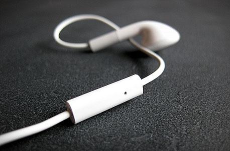 המיקרופון באייפון. זה גם כפתור