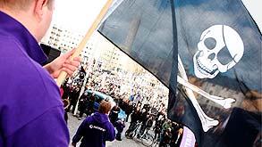 הפגנה מול משפט פיירט ביי. ואיפה הכסף?, צילום: אי פי אי