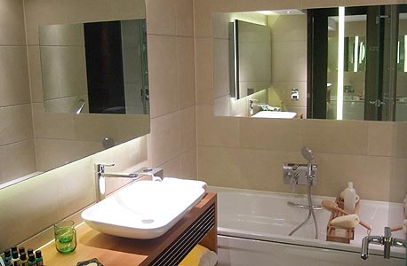 """ה""""פוד"""" של האמבטיה במבט מבפנים"""
