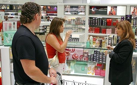 """חנות הבשמים בדיוטי פרי בנתב""""ג. המכרז המשמעותי ביותר, צילום: גלעד קוולרציק"""