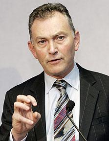 ריצ'רד סקאדמור. מתנגד לתקרת שכר