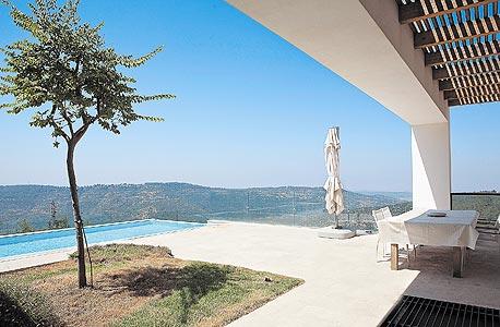 """בית נופש בהרי ירושלים. הסגנון: """"אדריכלות שפויה בתוך סביבה היפראקטיבית"""""""