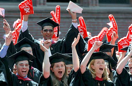 בוגרי הרווארד. הסטודנט הממוצע מחזיק בחוב של 12.7 אלף דולר