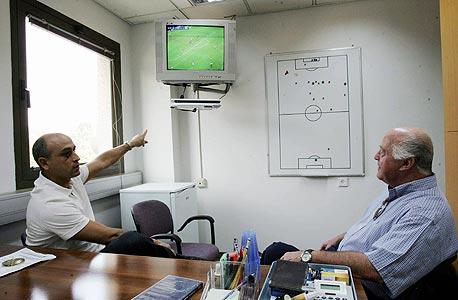 הבט דרור, כדורגל בטלוויזיה. משה סיני ודרור קשטן רואים ירוק