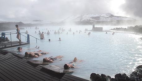מעיינות חמים באיסלנד.