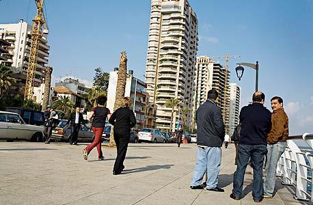 ביירות. הכסף מועבר על ידי אנשי חיזבאללה לחלפנים מקומיים