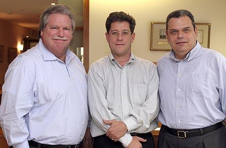 מימין: אמיר קס, רון לובש ואליוט ברודי