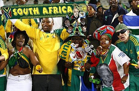 קטגוריית הכרטיסים הזולה ביותר של 140 ראנד (19 דולר) שמורה לאזרחי דרום אפריקה, אך המחיר עדיין גדול פי 7 ממחיר כרטיס למשחק של ליגת העל בכדורגל של דרום אפריקה