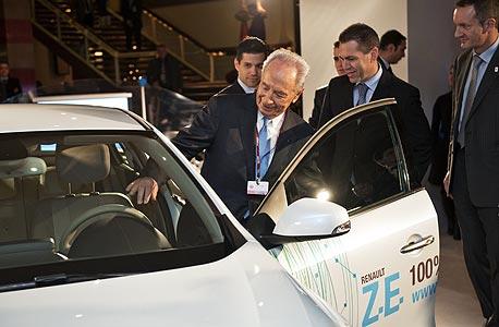 פרס מנסה את המכונית החשמלית: מדובר במעבר מהיר מאוד מחלום למציאות