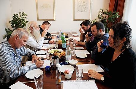 הטועמים (משמאל, עם כיוון השעון): ראובן בירגר, שי זלצר, דניאל זך, מעוז אלונים, איתם בירגר וסיגל דהאן