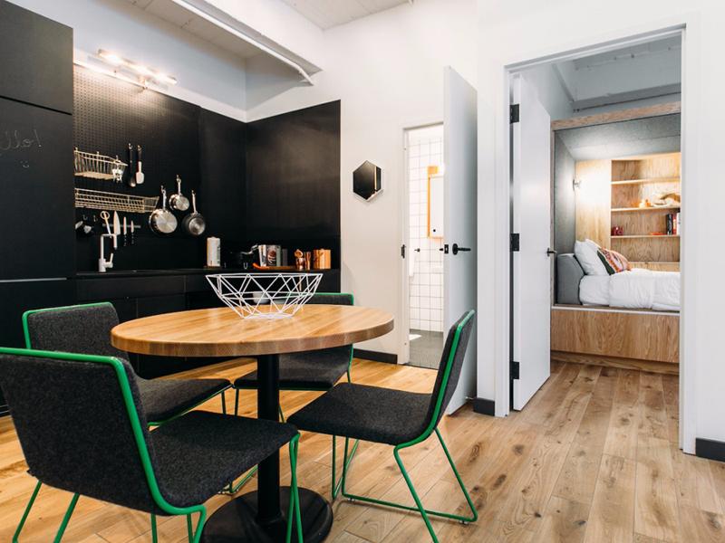 מיזם WeLive במנהטן. הדירות עצמן יהיו קטנות ונועדו לדחוף את הדיירים לחללים המשותפים