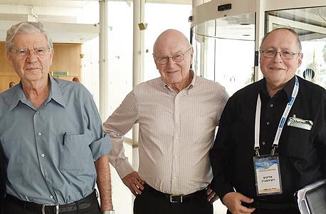 מימין המשנה לנשיאת העליון אליקים רובינשטיין שופט העליון בדימוס יצחק זמיר והנשיא בדימוס אהרן ברק