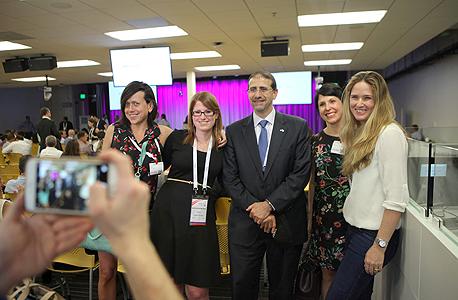 """שגריר ארה""""ב בישראל דן שפירו ומשתתפי הועידה, צילום: עמית שעל"""