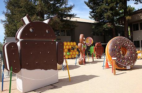 מטה חברת גוגל. עוגיות ענק כשם גרסאות התוכנה של אנדרואיד, צילום: עמית שעל
