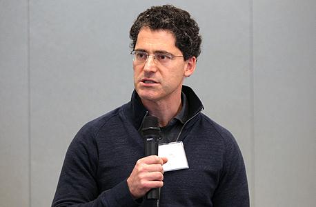 ליאור זורע בפאנל המשקיעים שהתקיים ב-Upwest Labs, צילום: עמית שעל