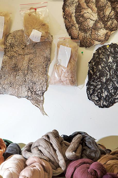 עבודות של איילה צרפתי, צילום: תומי הרפז