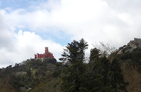 מימין מבצר המורים ומשמאל ארמון פֵּנָה