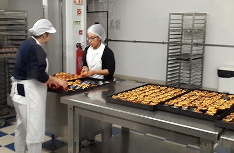 העוגיות המפורסמות ביותר בפורטוגל, פאסטייש דה נאטה, בקונדיטוריית Pastéis de Belém