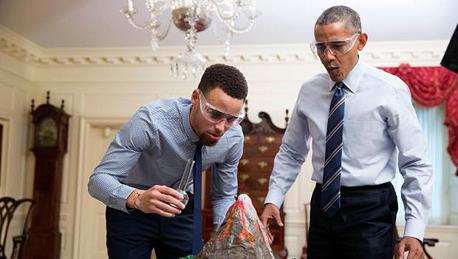 ברק אובמה ו סטפן קארי, צילום: OFFICIAL WHITE HOUSE PHOTO / PETE SOUZA