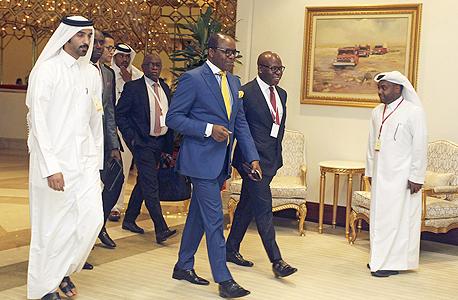 שר הנפט של ניגריה עמנואל קצ'יקוו מגיע לפסגה בדוחא