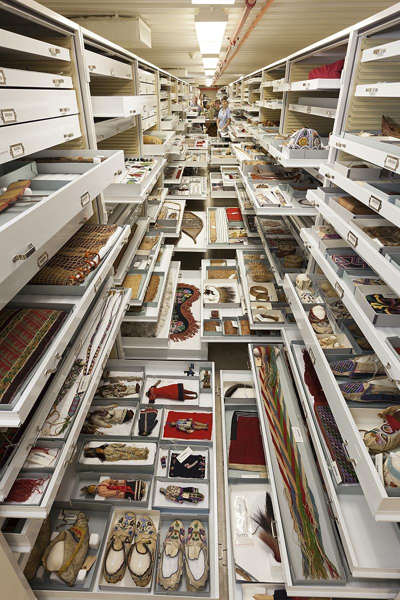 פריטים מעשי ידי אדם מאוסף המחלקה לאנתרופולוגיה, צילום: Chip Clark