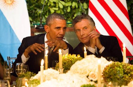 """מימין מאוריסיו מאקרי נשיא ארגנטינה ו ברק אובמה נשיא ארה""""ב ב בואנוס איירס, צילום: אי פי איי"""