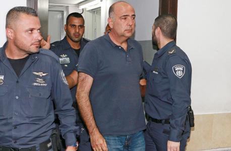 """חנן אברמוביץ מובא להארכת מעצרו בשבוע שעבר . """"הסיכוי להוכיח משפטית שקיימת כוונת מרמה בפעולות שנעשו לא פחת אלא אף גד"""""""