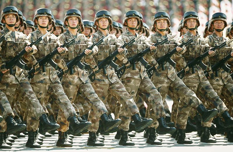 חיילים בצבא סין. הצבא הגדול בעולם במונחי כוח אדם