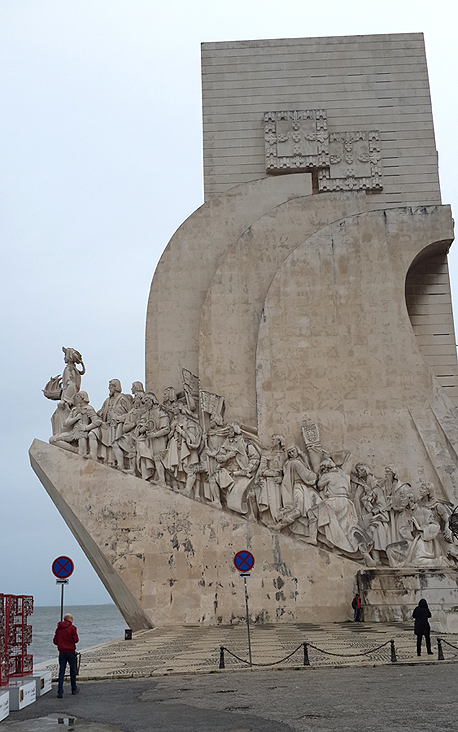 האנדרטה לזכר מגלי הארצות