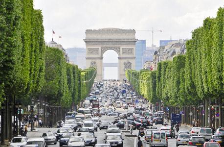 פריז לא מחכה לאמזון, צילום: גטי אימג