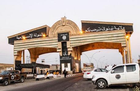 מחסום של דאעש בכניסה למוסול